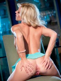 Niki Lee Young masturbate 11
