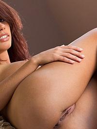 Victoria Lynn Posing Naked In Her Bedroom 03
