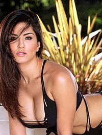 Busty Latina Sunny Leone 04