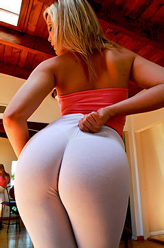 Alexis Texas Shows Off Hot Ass
