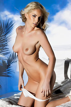 Michelle McLaughlin Posing Nude On Her Bed