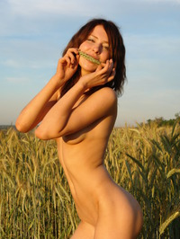 Dariya A Loves Being Naked 12