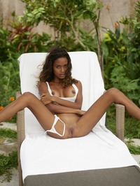 Pure Ebony Beauty 03