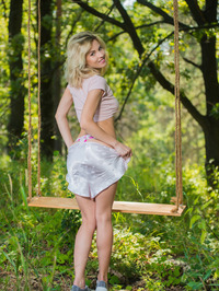 Stunning Zarina A loves getting back to nature 02