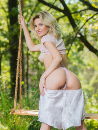 Stunning Zarina A loves getting back to nature 05