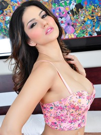 Sunny Leone Strips All Of Her Clothes 06