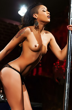 Skin Diamond Shows Off Her Skills