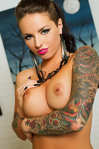 Christy Mack Reveal Her Sexiness